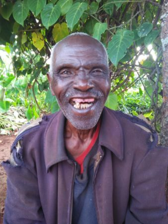 Kenyan man is treated for cataracts by Operation Eyesight